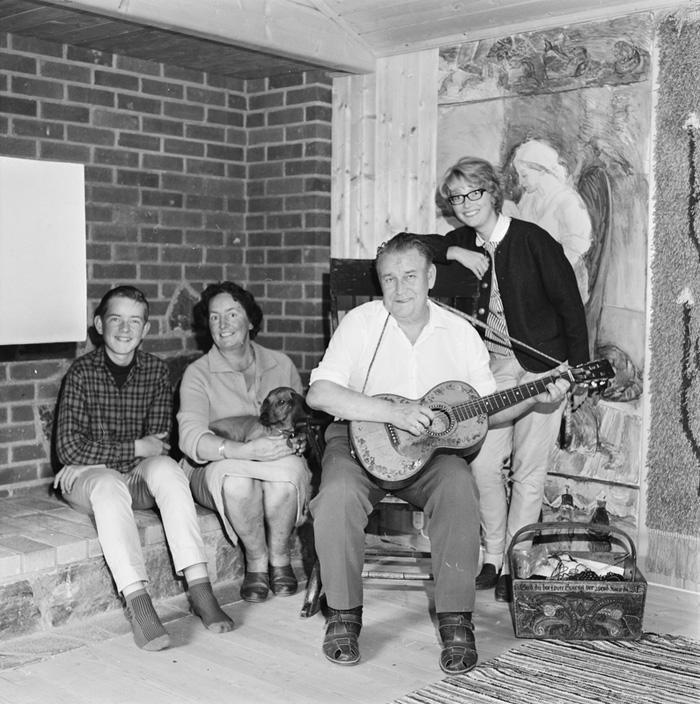 Rigmor Delphin Alf Proysen med familie 1964